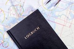 航海书在航行游艇的海图室 免版税库存图片