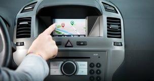 航海在汽车仪表板的触摸屏盘区 库存图片