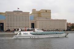 航海季节开头在莫斯科 库存照片