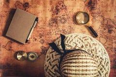 航海探索旅途计划、旅行目的地和远征计划假期旅行 关闭布局放大镜 免版税库存图片