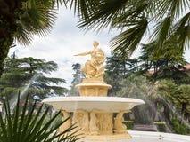 航海的女神的喷泉和雕象在海驻地附近的在索契 库存照片