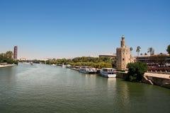 航海的Torre de Oro和亭子 免版税图库摄影