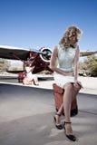 航班二等待的妇女 免版税图库摄影