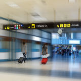 航空公司乘客在机场 免版税图库摄影