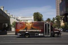 航空公司有大卫・科波菲尔广告的区间车在拉斯韦加斯大道在拉斯维加斯 免版税库存图片