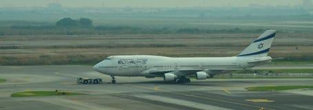 航空公司飞行在素万那普国际机场 免版税库存图片