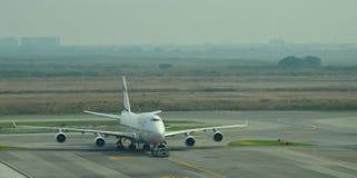 航空公司飞行在素万那普国际机场 免版税库存照片