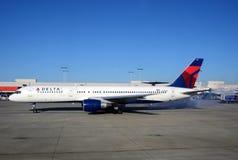 航空公司Delta引擎喷气机起始时间 免版税库存图片
