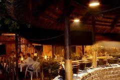 航空内部晚上开放餐馆徒步旅行队 免版税库存图片