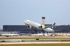 航空器从芝加哥` s O `野兔机场起飞 免版税库存照片
