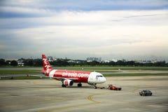 航空器在曼谷,泰国准备起飞从跑道在唐Mueang机场 免版税图库摄影