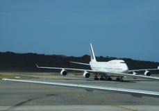 航空器在机场 免版税库存照片