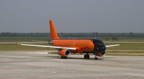 航空器在机场 免版税库存图片