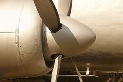 航空器在温暖的口气的推进器引擎飞机机架和刀片 免版税图库摄影