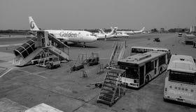 航空器在缅甸的仰光机场 免版税库存照片