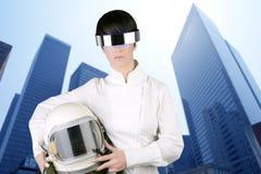 航空器宇航员未来派盔甲妇女 免版税库存照片