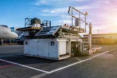 航空器容器和堆积机 免版税图库摄影