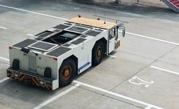 航空器拖拉机 免版税图库摄影