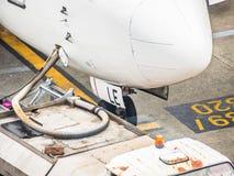 航空器换装燃料  免版税库存照片