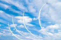 航空器显示背景,在天空的抽象图画 免版税库存图片