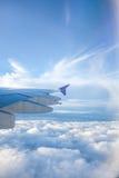 从航空器的窗口的看法,当旅行到日本为假期时 库存图片