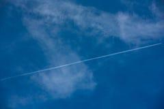 航空器的踪影在天空的 库存图片