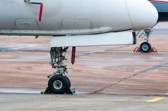 航空器的飞机脚架,飞机在机场 库存照片