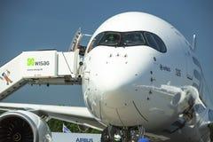 航空器空中客车A350 XWB,在国际航空航天陈列ILA柏林空气展示2014期间的示范 库存照片