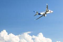 航空器空中客车A350 XWB,在国际航空航天陈列ILA柏林空气展示2014期间的示范 免版税库存照片