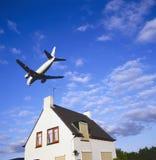 航空器途径大喷气机着陆 免版税图库摄影