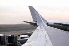 航空器飞机登陆了透视图翼 免版税图库摄影