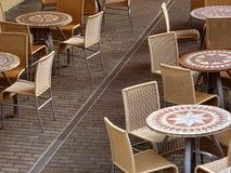 航空开放咖啡馆的家具 图库摄影