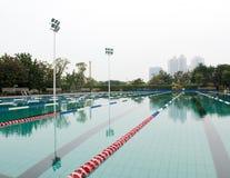 航空开放池游泳 库存图片