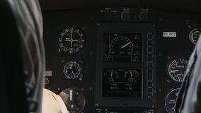 航空电子学在直升机板的仪器工作盘区 免版税库存图片