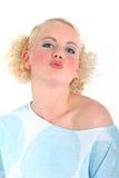 航空白肤金发女孩亲吻性感 免版税图库摄影