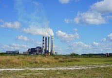 航空背景蓝色工厂污染 图库摄影