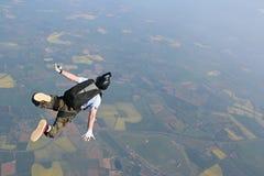 航空落的跳伞运动员 免版税库存图片
