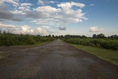 航空蓝色云彩国家(地区)开放全景路西西里岛天空 库存照片