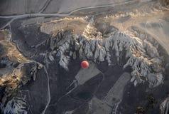 航空飞行热天空的轻快优雅cappadocia 库存照片