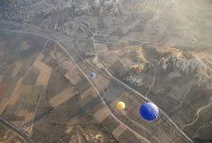 航空飞行热天空的轻快优雅cappadocia 图库摄影