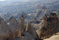 航空飞行热天空的轻快优雅cappadocia 免版税库存图片