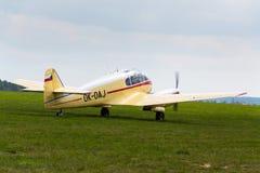 航空145个双活塞装有引擎的民用通用飞机的航空45版本在机场的 库存图片