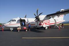 航空atr42装载塔希提岛 库存照片
