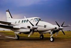 航空beechcraft更加接近的庄稼e90国王 库存图片