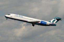 航空Tran喷气式客机离开 免版税库存图片