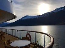 航行低谷挪威峡湾 库存图片
