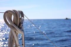 航行划船在海洋,在海关闭的船优质图象豪华经验 库存图片