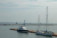 航行和马达游艇 库存图片