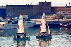 航行在口岸Olimpic,巴塞罗那,西班牙 库存照片