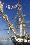 航行在哈得逊河下的高船在自由女神像的100年庆祝, 1986年7月4日时 库存图片